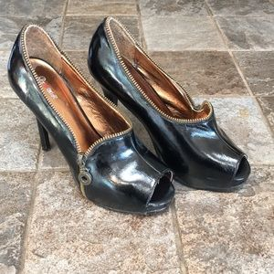 Patent leather black 5.5 Promise Heels